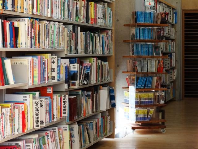 学校図書館の語学コーナー