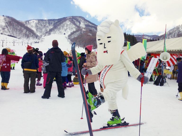 スキーを楽しむ村男Ⅲ世
