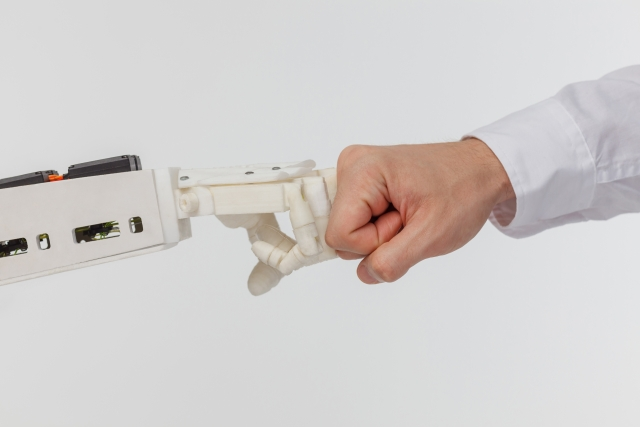 ロボットとこぶし