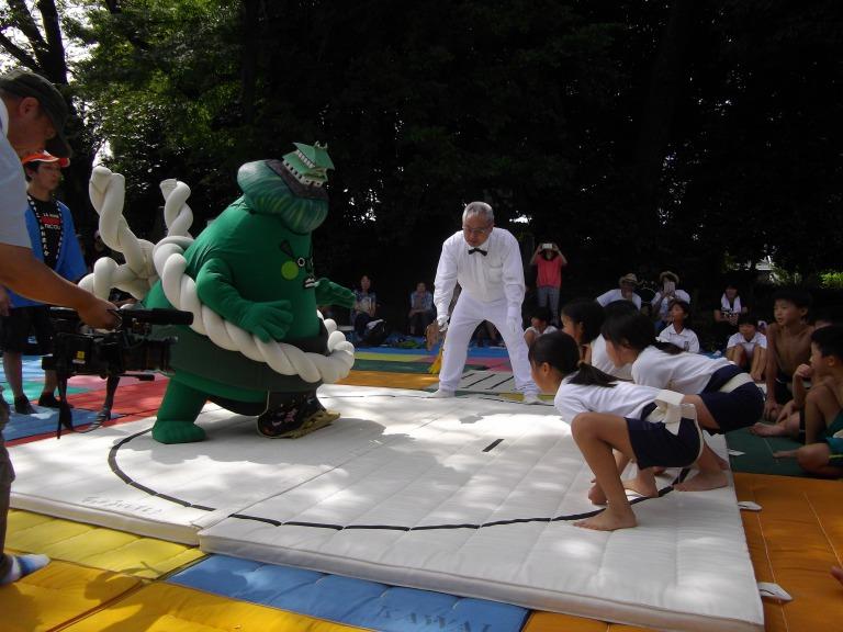 地域の「こども相撲大会」での一コマ