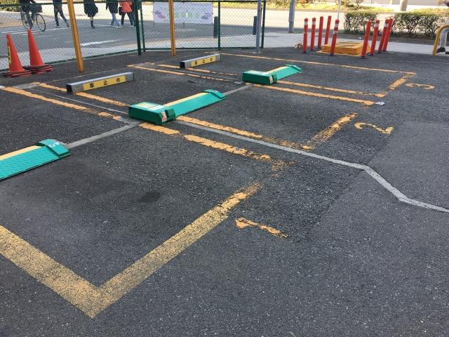 役所の駐車場